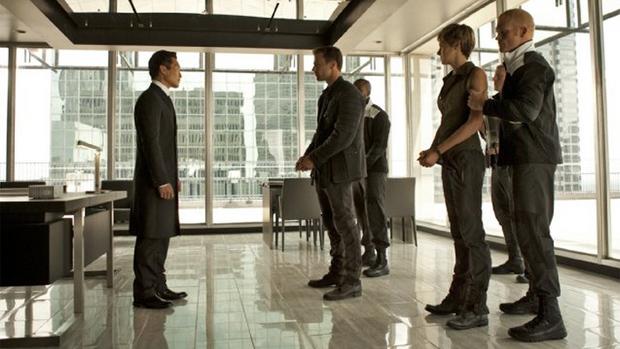 Personagem Jack Kang, líder da Franqueza, vivido por Daniel Dae Kim, aparece em trailer do filme Insurgente