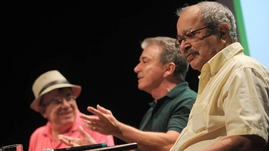 O Dramaturgo, Walcyr carrasco e o escritor João Ubaldo Ribeiro participam da mesa sobre Jorge Amado com mediação do Jornalista Edney Silvestre, durante Flip 2012 em Parati