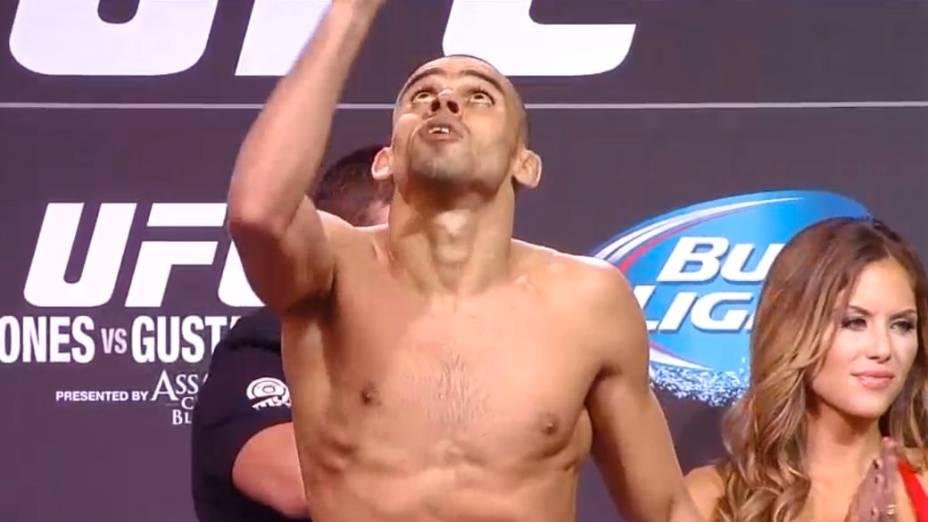 Pesagem do UFC 165, em Toronto: Renan Barão