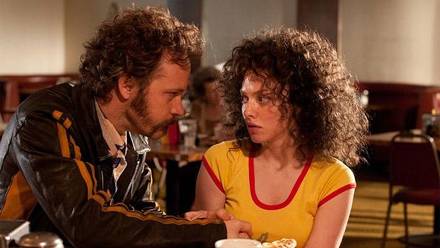 Peter Sarsgaard e Amanda Seyfried em cena do filme Lovelace, sobre a história de Linda Lovelace, atriz do filme pornográfico Garganta Profunda