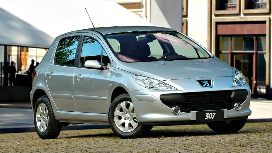 Peugeot 307: descontinuado em 2011, no início de 2012 ainda tinha preços bem atraentes. Deu lugar ao 308, em março