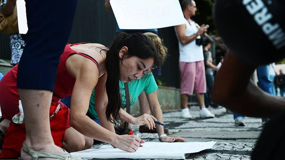 Partidários de José Genoino, protestam contra a prisão do ex-deputado, em São Paulo