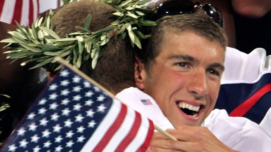 Michael Phelps nadou as eliminatórias e só torceu pelo time no revezamento 4x100 m medley de Atenas-2004
