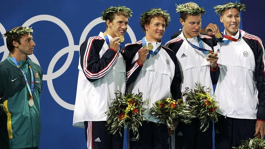 Michael Phelps nadou, e venceu, o 4x200m livre de Atenas-2004