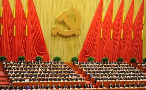 Delegados ouvem discurso do presidente da China, Hun Jintao, durante sessão de abertura do 18 º Congresso Nacional do Partido Comunista Chinês