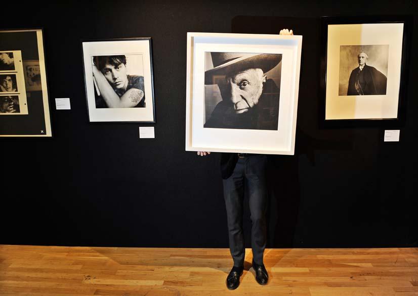 Um retrato do pintor Picasso, feito por Irving Penn, é exposto na casa de leilões Christie´s em Londres