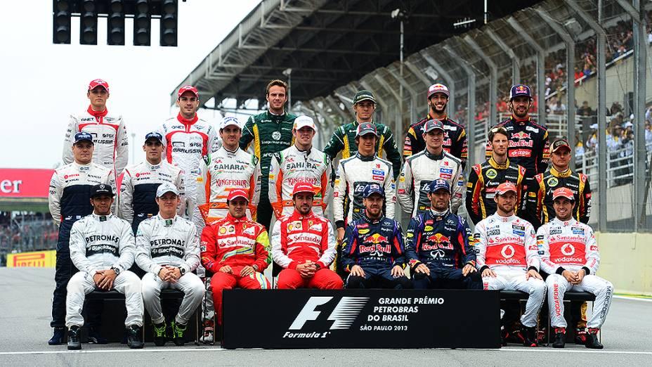 Pilotos posam para foto antes da corrida do Grande Prêmio do Brasil, em São Paulo