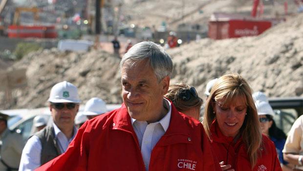 O presidente do Chile, Sebastián Piñera, chega à Mina San José para acompanhar a retirada dos mineiros
