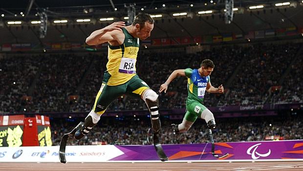 Oscar Pistorius deixa Alan Fonteles para trás e conquista o ouro no revezamento 4x100m