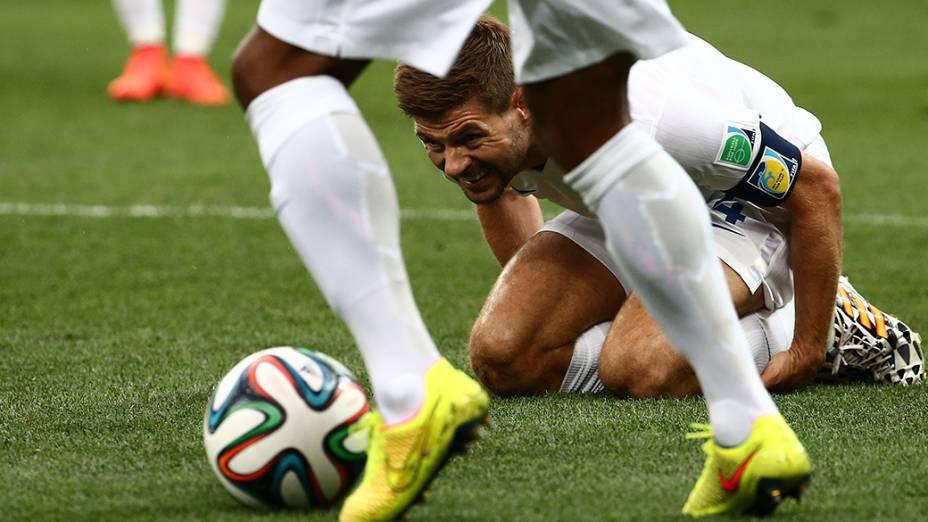 O inglês Gerrard durante o jogo contra o Uruguai no Itaquerão, em São Paulo