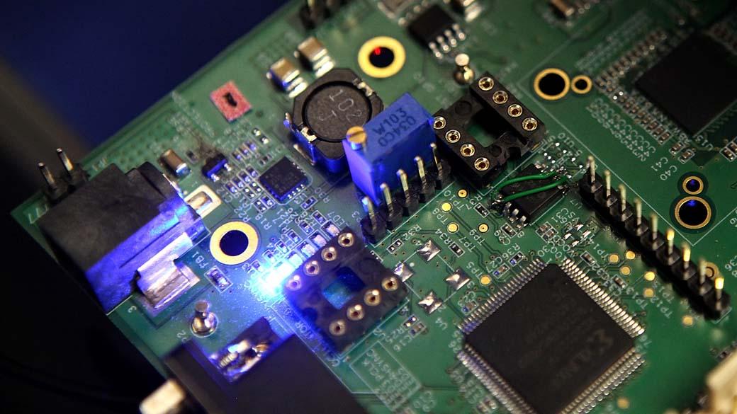 Indústria de eletrônicos cobra governo por linha de crédito que nunca veio