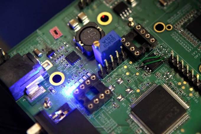 placa-de-circuito-semicondutores-20110323-02-original.jpeg