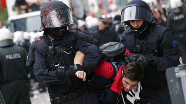 policia-alema-enfrenta-manifestantes-em-frankfurt-original.jpeg