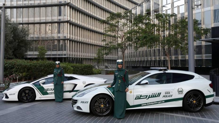 Polícia de Dubai ganha viatura Ferrari FF