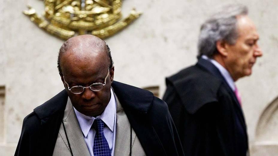 O presidente do Supremo Tribunal Federal (STF), ministro Joaquim Barbosa, durante análise dos recursos apresentados pelas defesas dos 25 réus condenados pela corte, os chamados embargos, nesta quarta-feira (21)