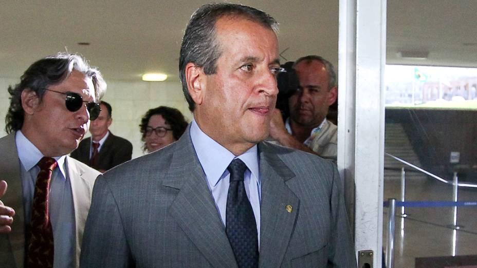 Deputado federal Valdemar Costa Neto, condenado no processo do mensalão, deixa a Câmara dos Deputado