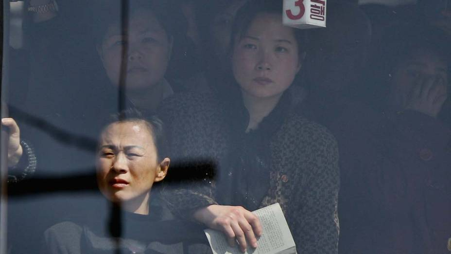 Passageiras dentro de ônibus emPyongyang, na Coreia do Norte