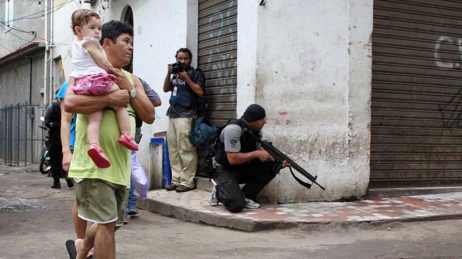 Na quarta-feira, dia 24 de novembro, a população e a polícia na favela Jacarezinho, no Rio de Janeiro