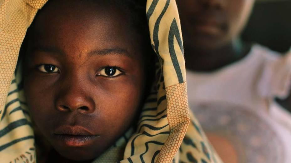 No Sudão, criança que era mantida como escrava pelo grupo rebelde Exército da Resistência do Senhor (LRA) é resgatada