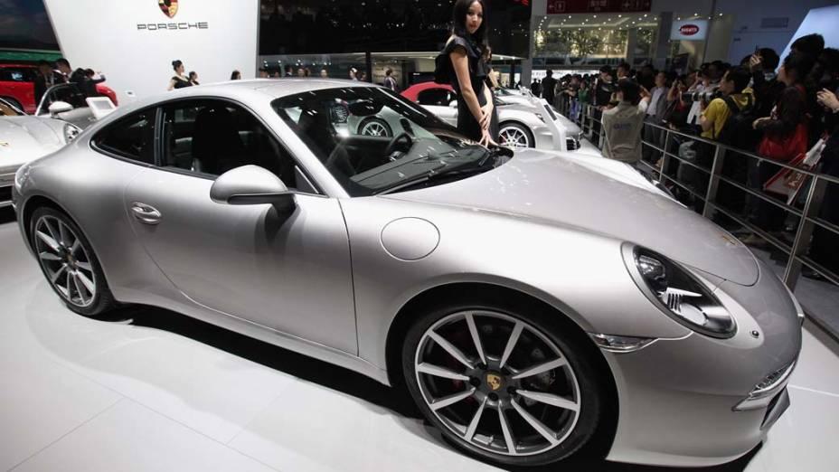 Porsche 911 Carrera S: motor 3.8 litros e potência de 400 cavalos