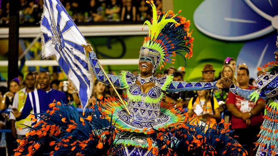 Porta-bandeira da escola de samba Portela, no primeiro dia de desfile na Marquês de Sapucaí