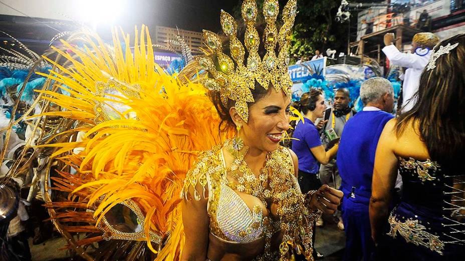 A rainha de bateria Patrícia Nery durante desfile da escola de samba Portela pelo grupo especial, na Marquês de Sapucaí