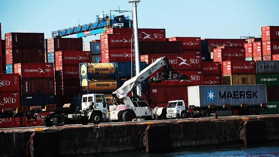 Movimentação no terminal privado de contêineres, no Porto de Santos
