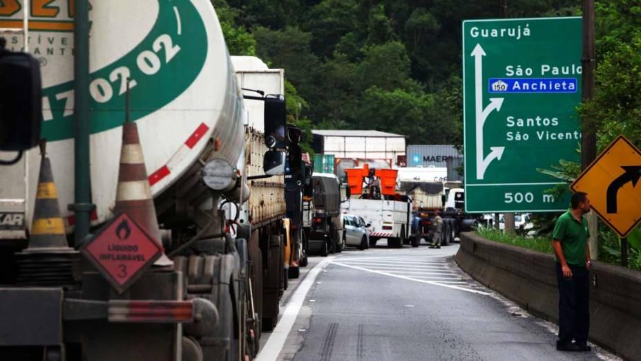 Congestionamento na Rodovia dos Imigrantes sentido Santos