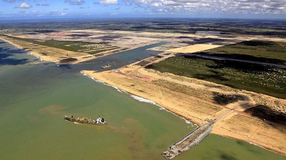 Serão investidos 3,8 bilhões de reais no Complexo Portuário Privativo de Uso Misto do Superporto