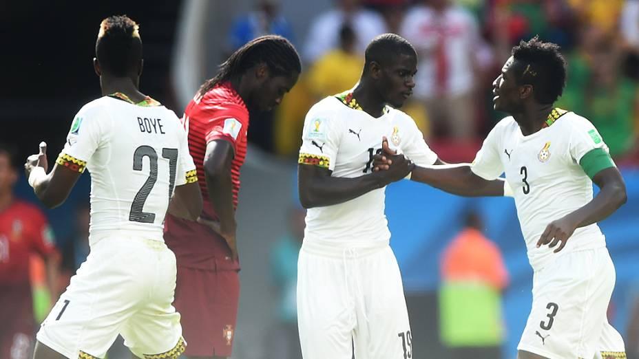 Jogadores da Gana comemoram gol de empate contra Portugal no Mané Garrincha, em Brasília