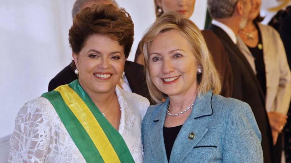 Dilma Rousseff com Hillary Clinton durante a posse, Brasília