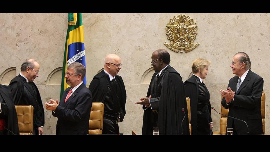 Decano do Supremo e a mais nova integrante da Corte até então, ministra Rosa Weber, conduziram Zavascki para o plenário