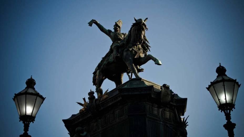 O histórico monumento em homenagem à Dom Pedro I, na Praça Tiradentes, Rio de Janeiro