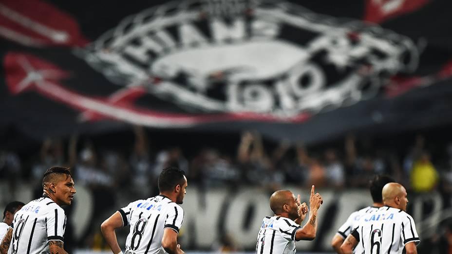 O jogador Emerson Sheik do Corinthians comemora gol durante partida entre Corinthians e Once Caldas, válida pela Copa Libertadores da América 2015, no estádio Arena Corinthians em São Paulo, nesta quarta-feira (4)