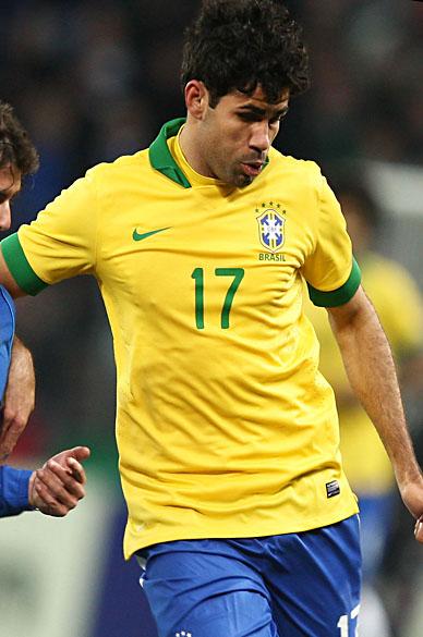 Diego Costa em ação pela seleção brasileira contra a Itália