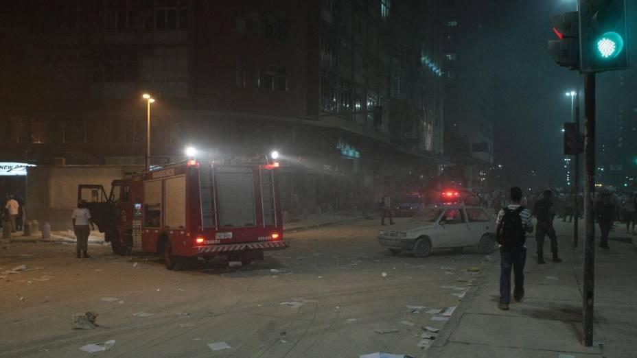 Prédio desaba na Cinelândia, centro do Rio de Janeiro