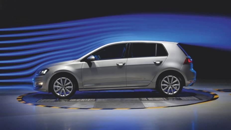 O prata reluzente do Volkswagen Golf aí de cima empata em 23% com o branco dos automóveis dos países das regiões da Ásia e Pacífico
