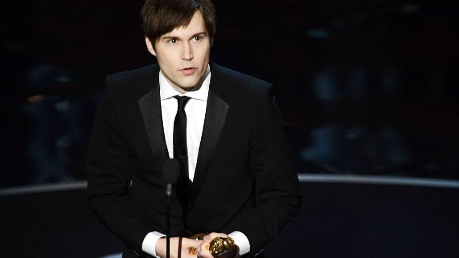Roteirista Shawn Christensen recebe o Oscar de melhor curta-metragem durante premiação