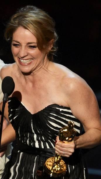 Andrea Nix Fine recebe Oscar por melhor curta de documentário, durante cerimônia da academia