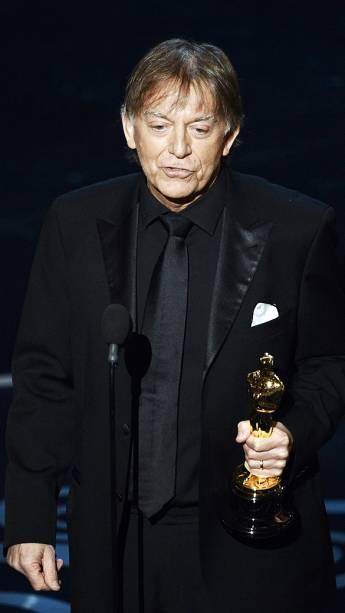 Andy Nelson recebe Oscar de Melhor Mixagem de Som por Os Miseráveis durante cerimônia da academia