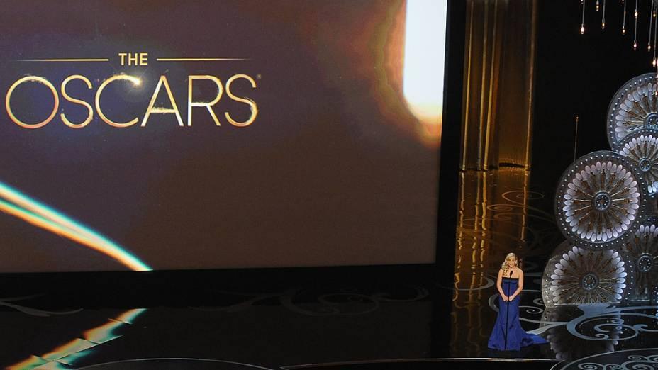 A atriz Reese Witherspoon apresenta prêmio no Oscar 2013