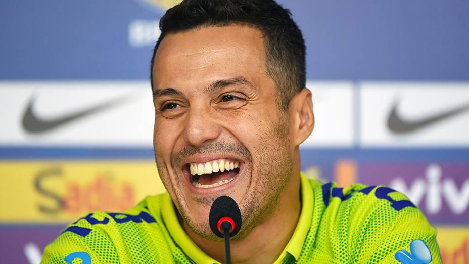 Júlio César fala com a imprensa no segundo dia de preparação da seleção brasileirapara a Copa do Mundo na Granja Comary