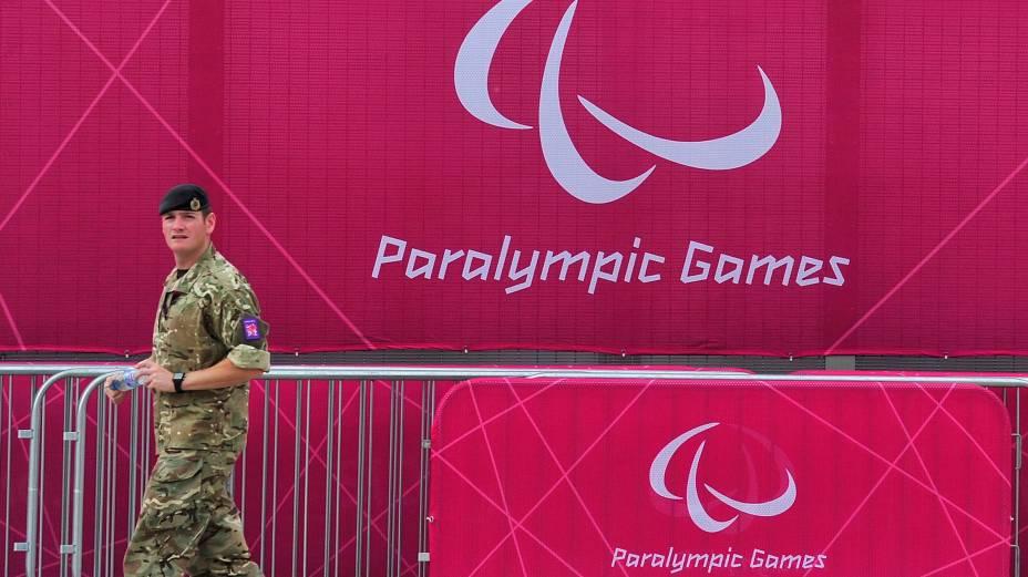 Soldado britânico no Parque Olímpico de Londres, que receberá os Jogos Paralímpicos a partir do dia 29 de agosto