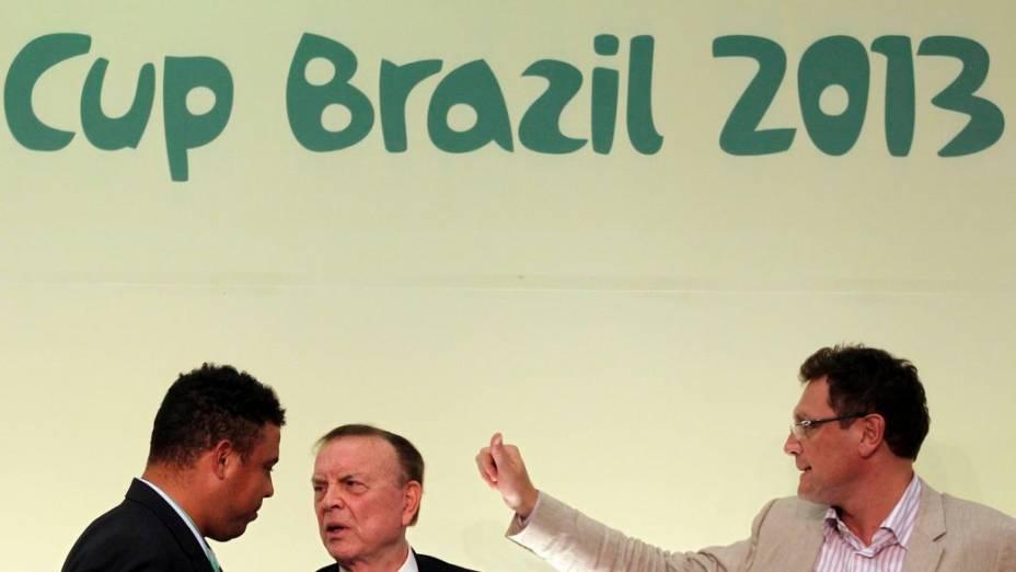 Ronaldo, José Maria Marin e Jérôme Valcke em entrevista coletiva em São Paulo