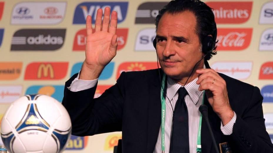 O técnico da Itália, Cesare Prandelli, na véspera do sorteio dos grupos da Copa das Confederações, em São Paulo