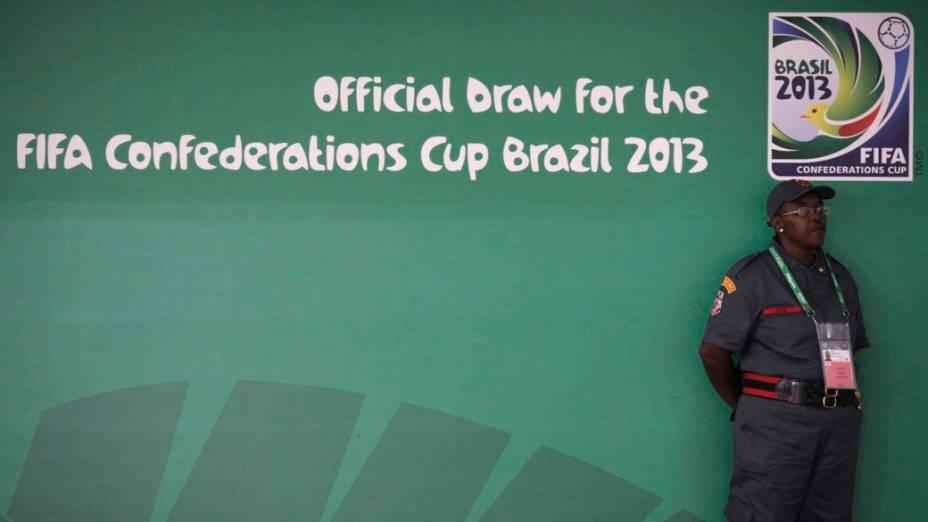 Preparativos para o sorteio dos grupos da Copa das Confederações, no Anhembi, em São Paulo