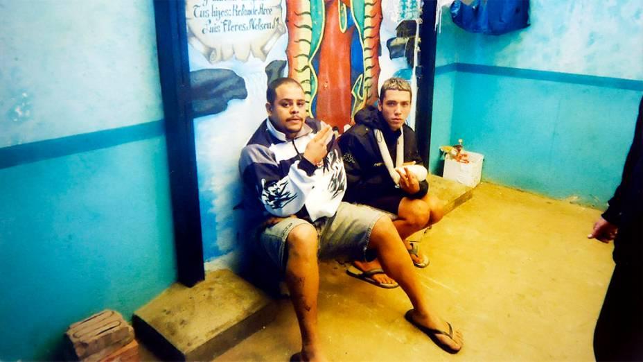 Tiago dos Santos Ferreira e Raphael Castilho de Araújo no Centro Penitenciário São Pedro, em Oruro