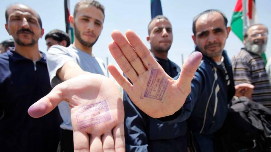 Prisioneiros são libertados em Muwaqar, Jordânia. O governo anunciou nesta semana que cerca de 8.000 presos serão libertados pela Lei do Perdão