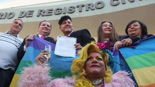 A cerimônia realizada há um ano foi acompanhada pela imprensa nacional e comemorada por representantes do movimento gay