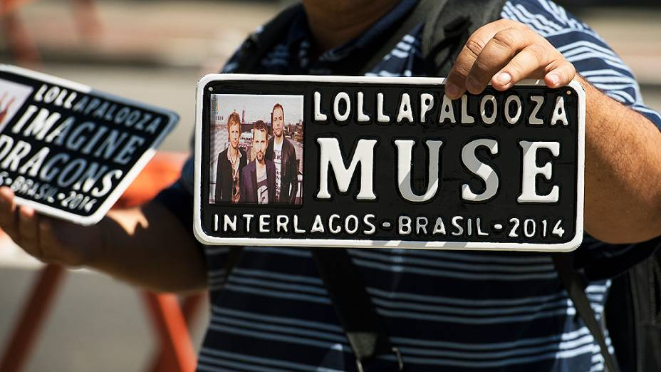 Público chega no Festival Lollapalooza 2014 no Autódromo de Interlagos, em São Paulo
